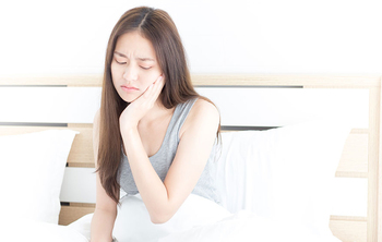 Signs You Clench Your Teeth in Your Sleep and What to Do About It